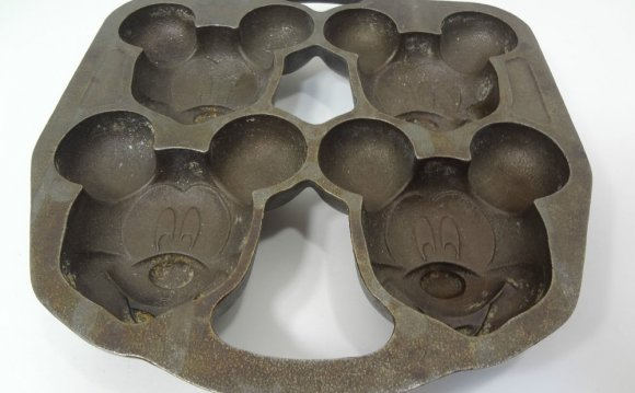 DISNEY CAST IRON MICKEY MOUSE