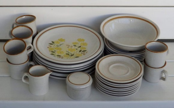 Stoneware Dinnerware Sets for 8