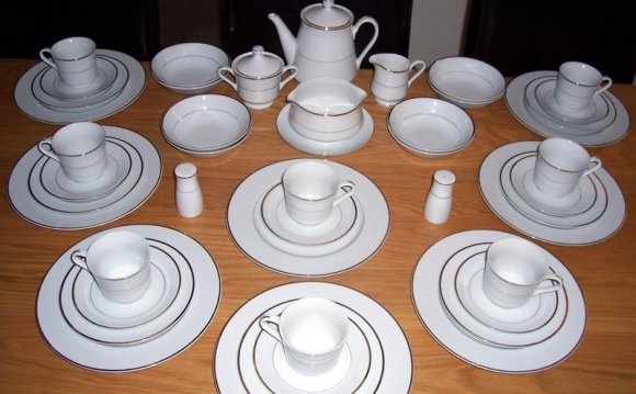 White Porcelain Dinner service